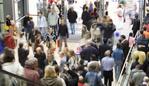 Shopping crowds. Must6 credit Thinkstock