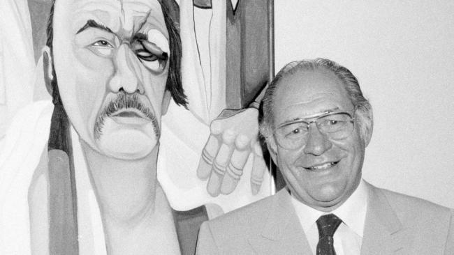 Ferdie Pacheco in front of his painting of boxer Chuck Wepner in 1984. Photo: AP