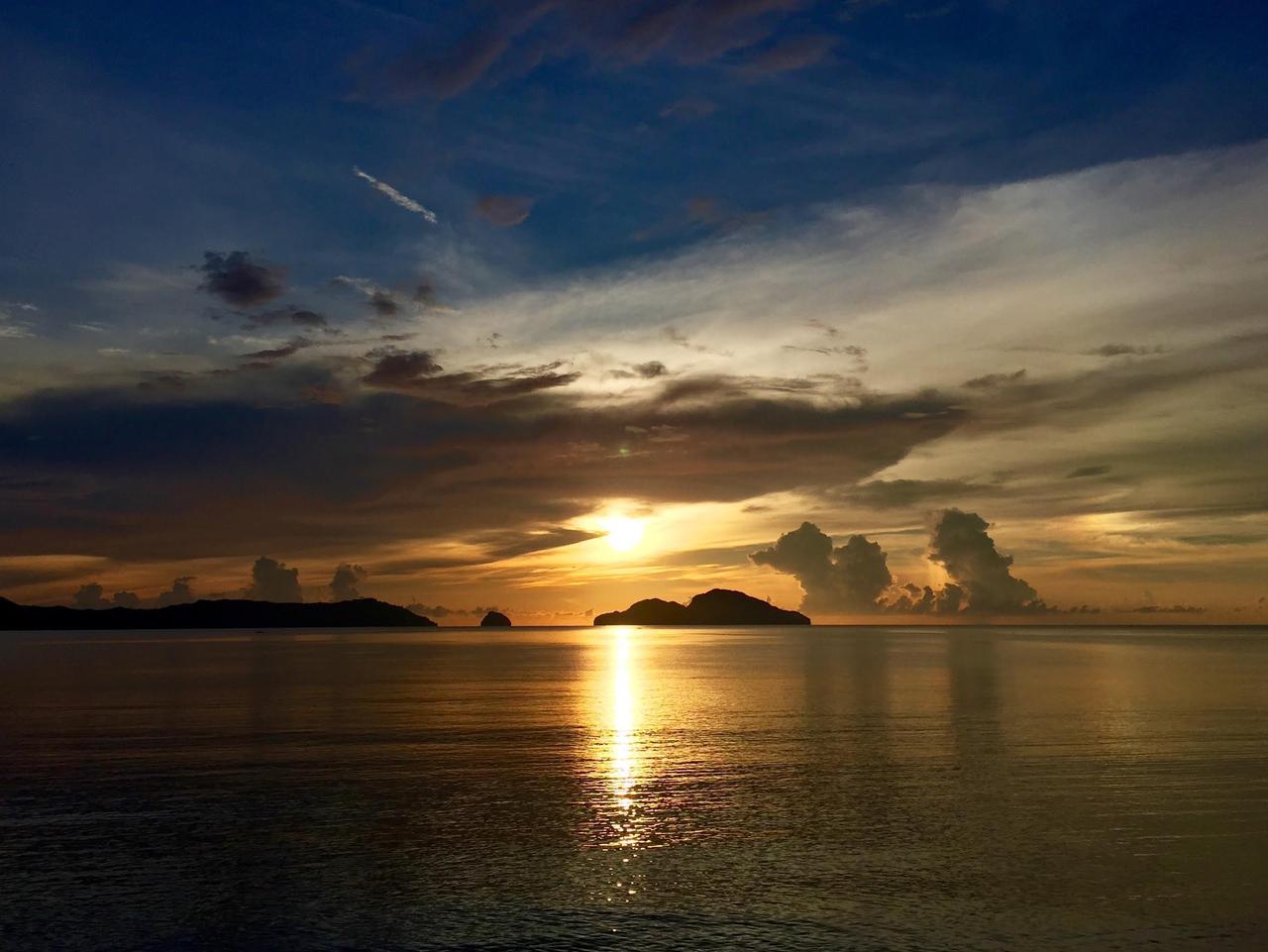 Supplied Travel Philippines El Nido sunset