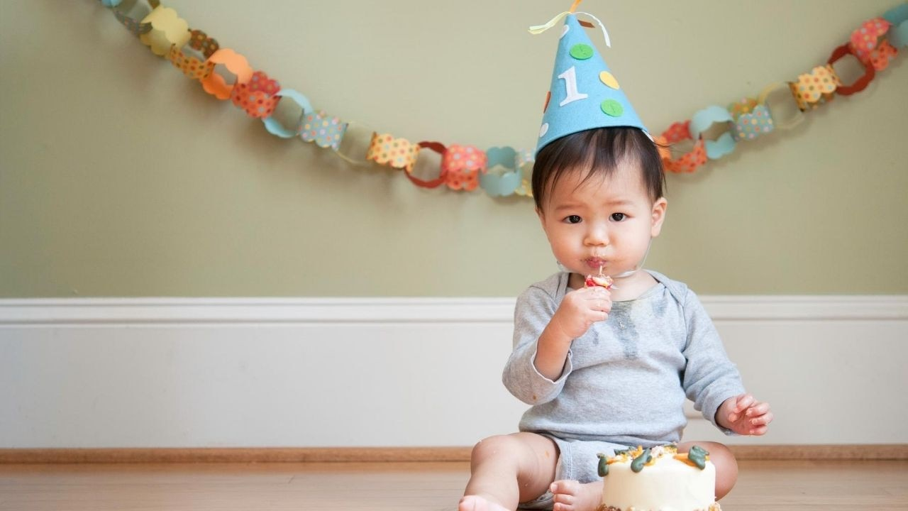 We've rounded up the parent-approved first birthday presents to buy. Image: iStock.