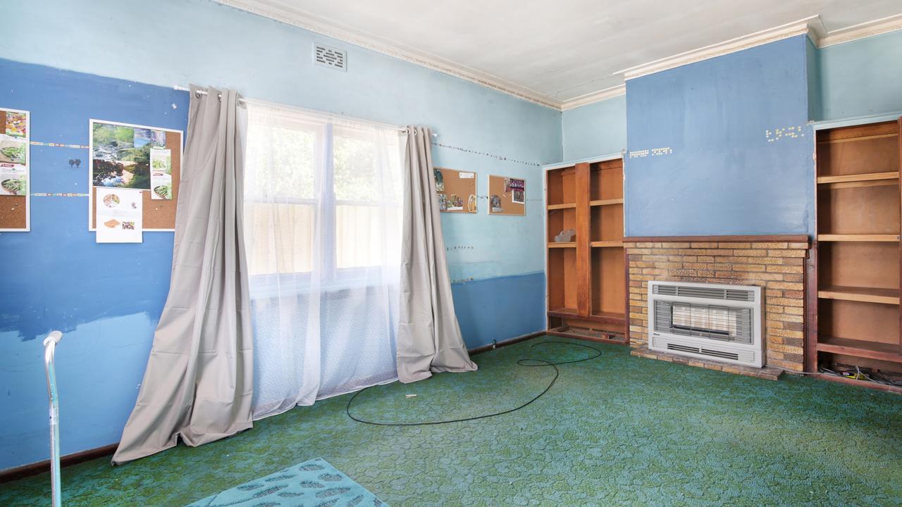 The loungeroom.
