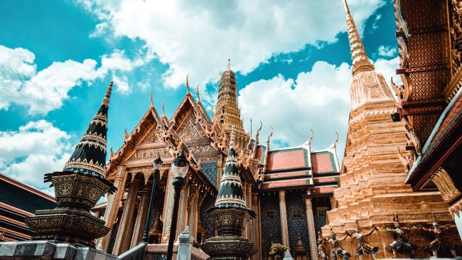 It's also where you'll find the famous Temple of the Emerald Buddha or 'Wat Phra Kaew'.