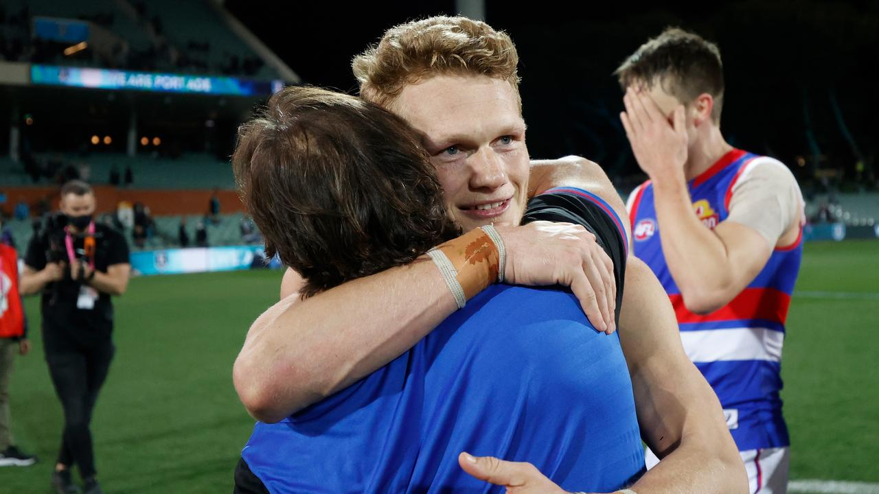 Treloar hugs Beveridge after the prelim win. Photo by Michael Willson/AFL Photos via Getty Images