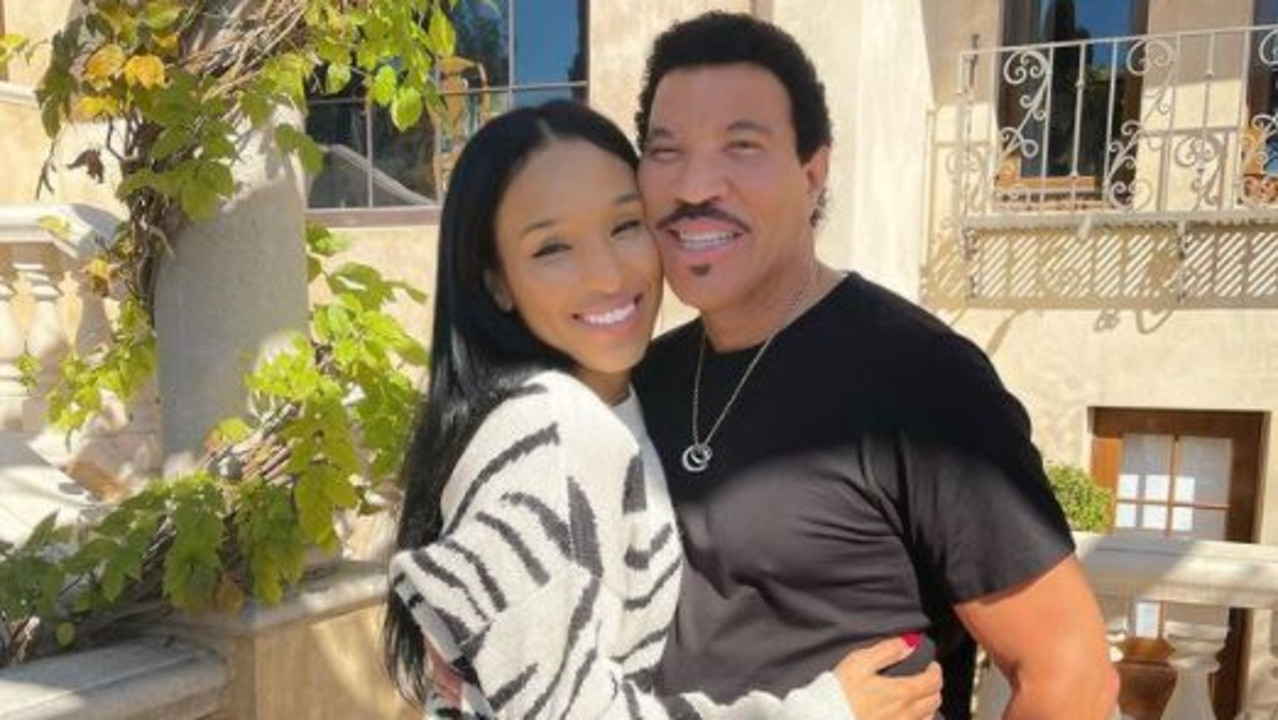 Lionel Richie fans shook over his 40-year-age gap with girlfriend