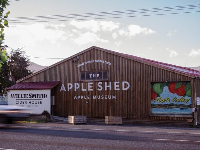 19. HAVE A CIDER AT WILLIE SMITH'S APPLE SHED The Huon Valley is teeming with apple orchards, and where there's apples, there's cider. Pull into Willie Smith's Apple Shed and grab yourself a tasting paddle.