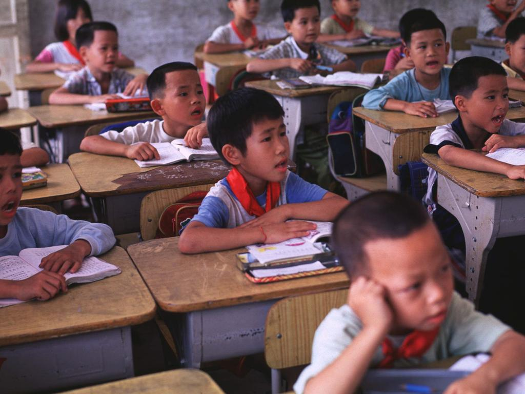 """MAY 2002 : More boys than girls in a classroom in Guangdou 05/01. The strict One Child Policy and """"natural"""" preference for boys has resulted in a gender inbalance with boys outnumbereing girls by around 117 boys to 100 girls in some areas. pic Sinopix. China / Education / Class / Student / Primary"""