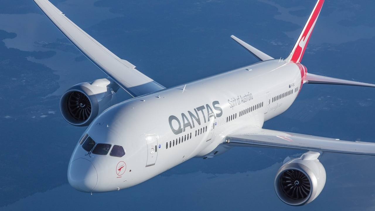 Qantas to allow unlimited flight changes