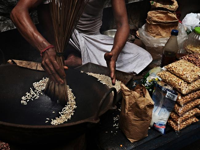 """YOUNG TRAVEL PHOTOGRAPHER OF THE YEAR: INDIGO LARMOUR (IRELAND)  KOLKATA, INDIA: """"Any journey needs street food! This street snack seller was cooking us some puffed rice."""" Picture: Indigo Larmour/tpoty.com"""