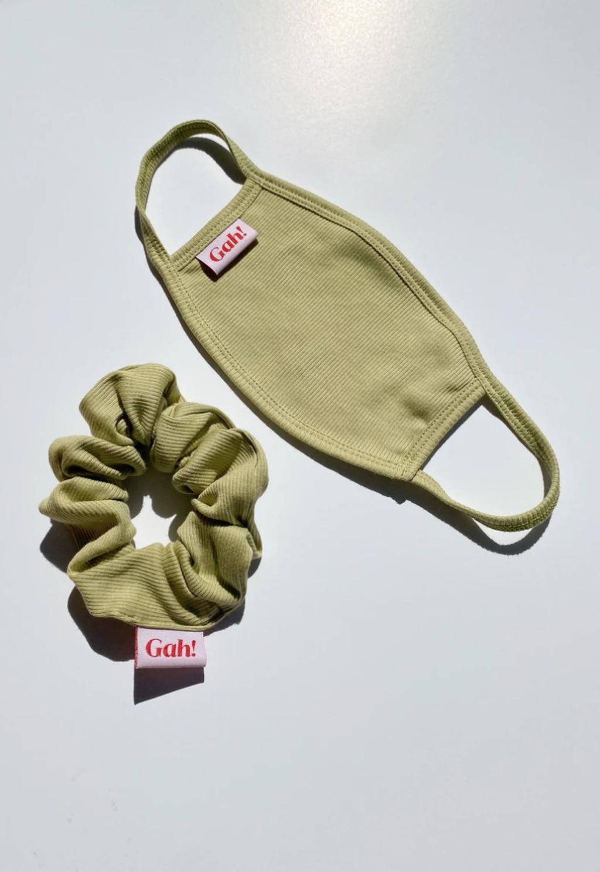 LISA SAYS GAH Knit Mask & Knit Scrunchie Set.