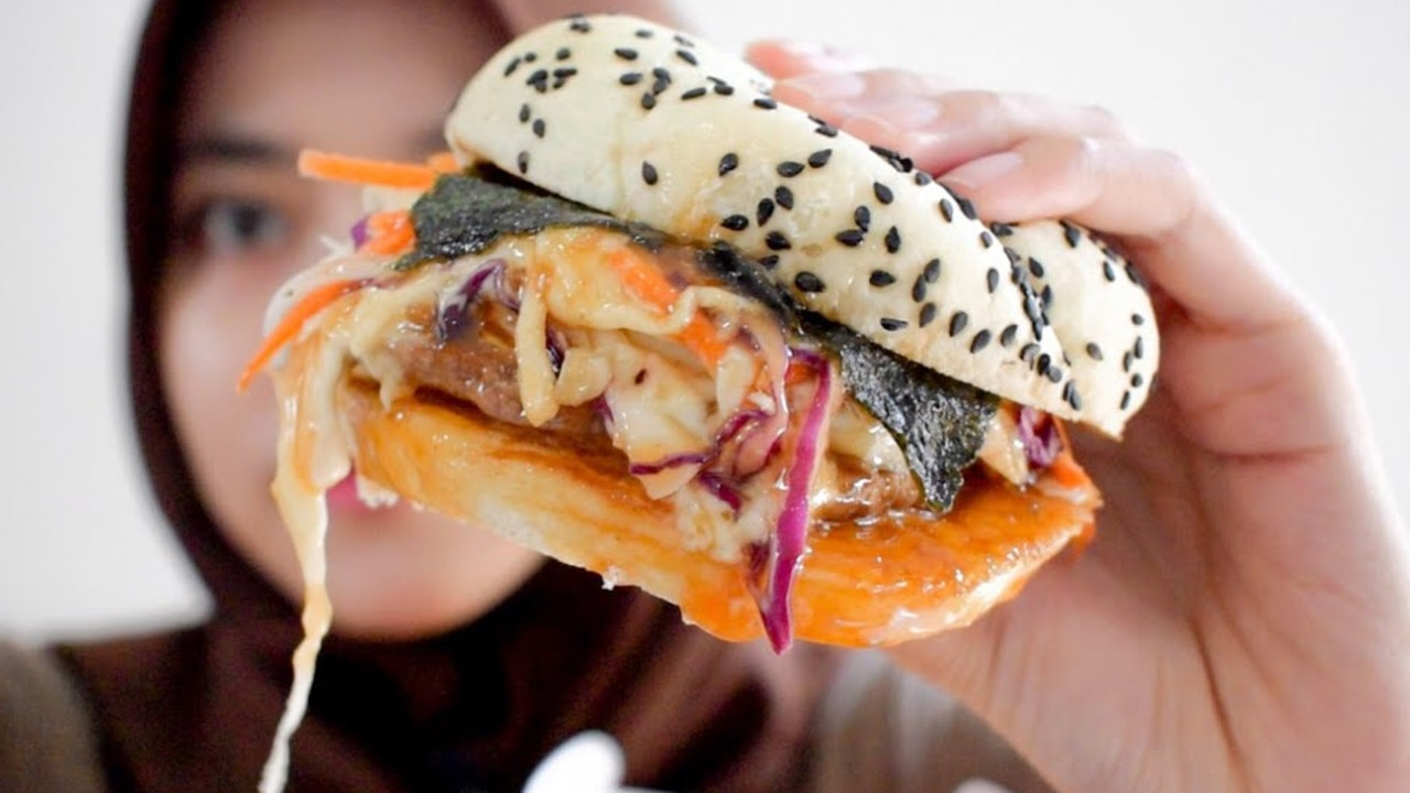 The burger that's going viral on social media. Picture: YouTube/Ikatyas