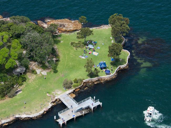 SHARK ISLAND, SYDNEY HARBOUR You've probably heard of Cockatoo Island, but how about Shark Island? Probably not. Despite being a prime picnicking and swimming spot in the middle of Sydney Harbour, most Sydneysiders haven't. Like Cockatoo, it's easily accessible by ferry and, from Circular Quay, doesn't require that long of a commute. Unlike Cockatoo, it's only open from sunrise to sundown and doesn't allow guests to stay overnight. Without eateries or even barbecues on the island, you'll need to bring ready-made meals if you're planning to stay all day.