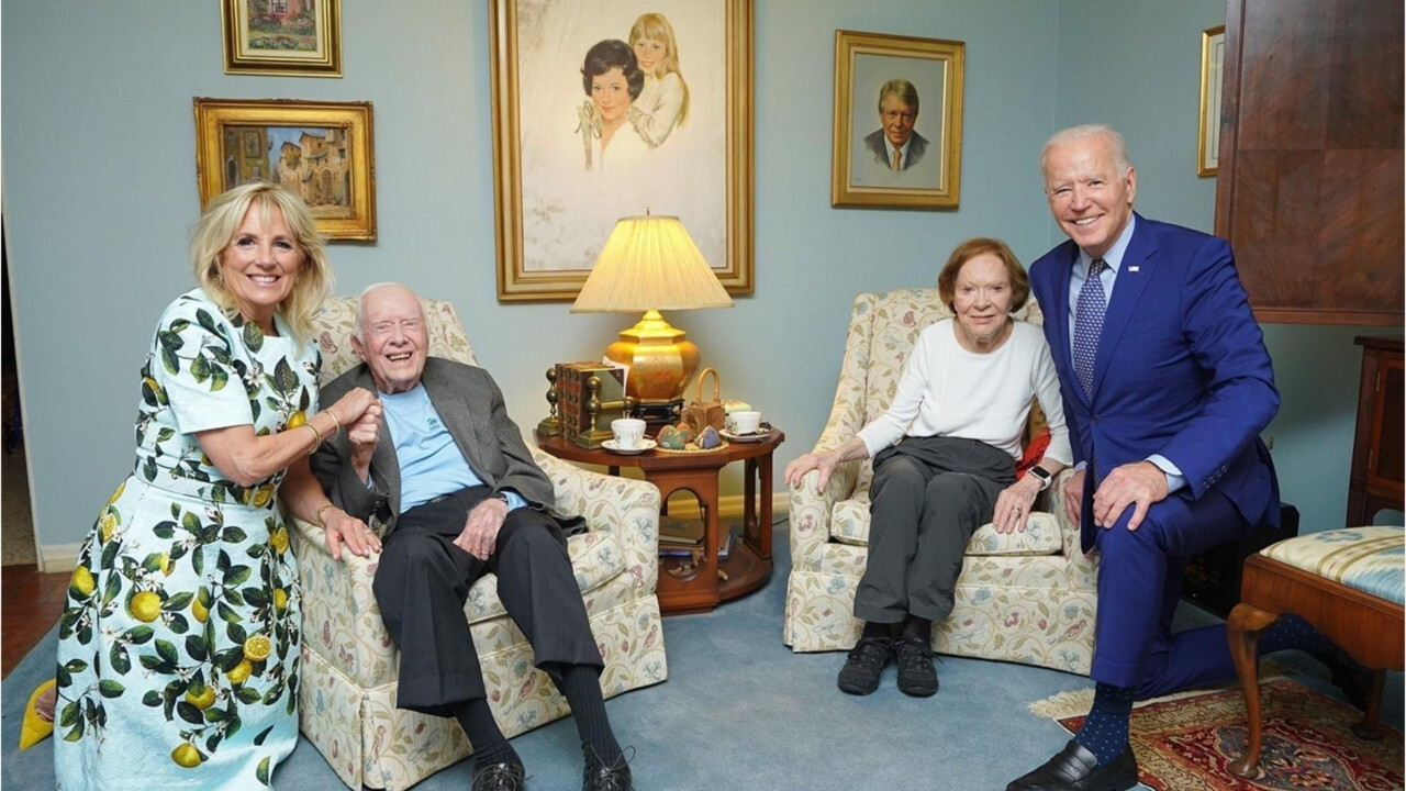 'Gigantic' Bidens: Social media puzzled by bizarre photo of Joe and Jill with Carters