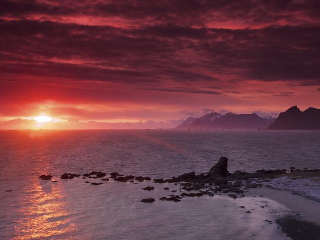 The midnight sun is a spectacular phenomenon.