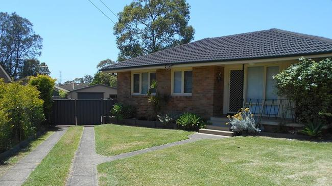 35 Roebuck Crescent in Willmot is being offered for just $360 a week.