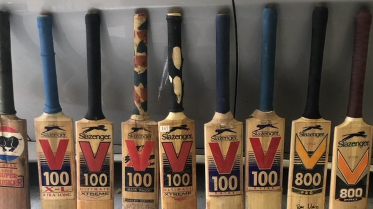 This photo is a cricket lover's dream.