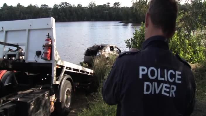 NSW Fraud Squad pull car from the Georges River
