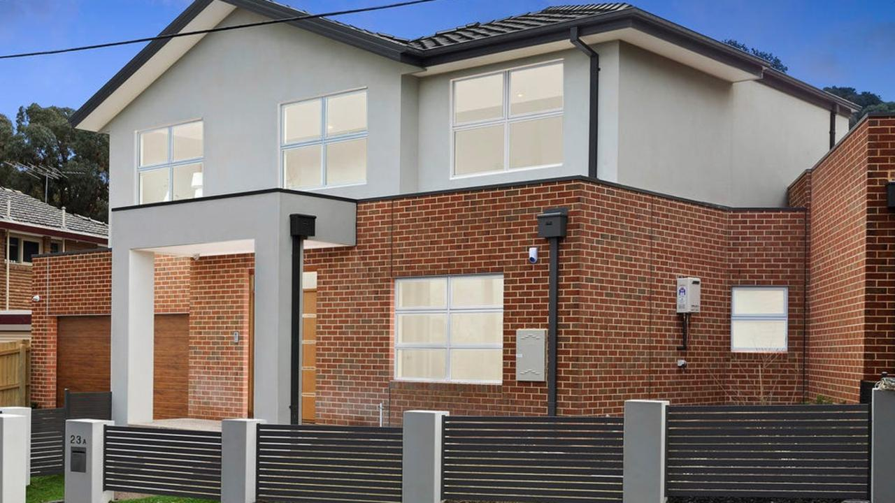 23A and 23B Highwood Dr, in Wheelers Hill, sold within an hour of each other.