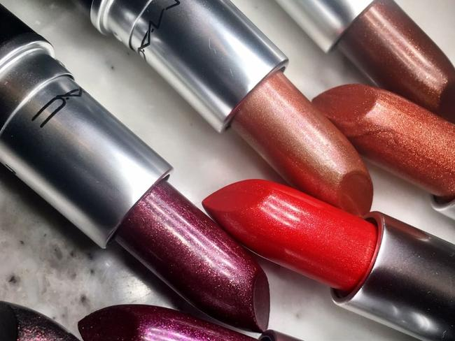 There will be three lipstick shades available.