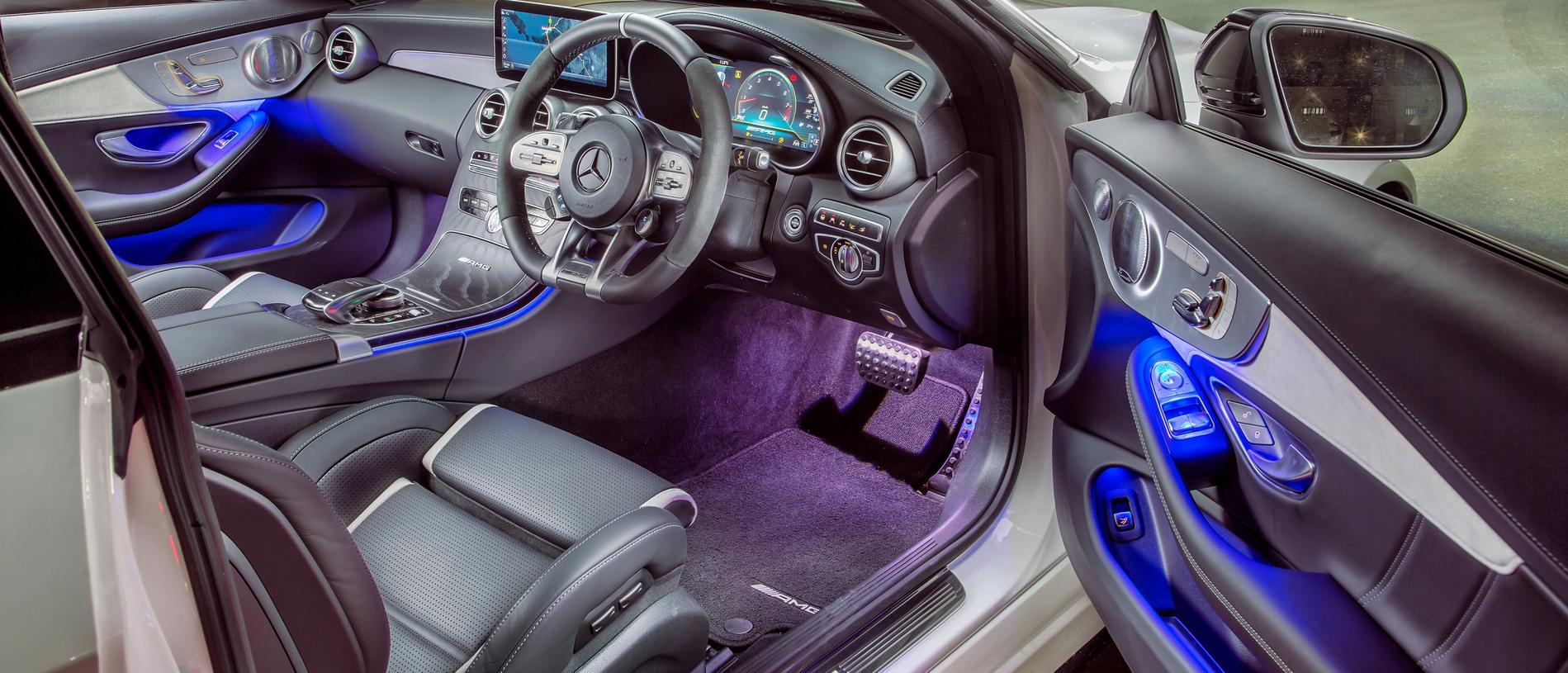 Modern muscle car: The cabin gets twin displays … and mood lighting