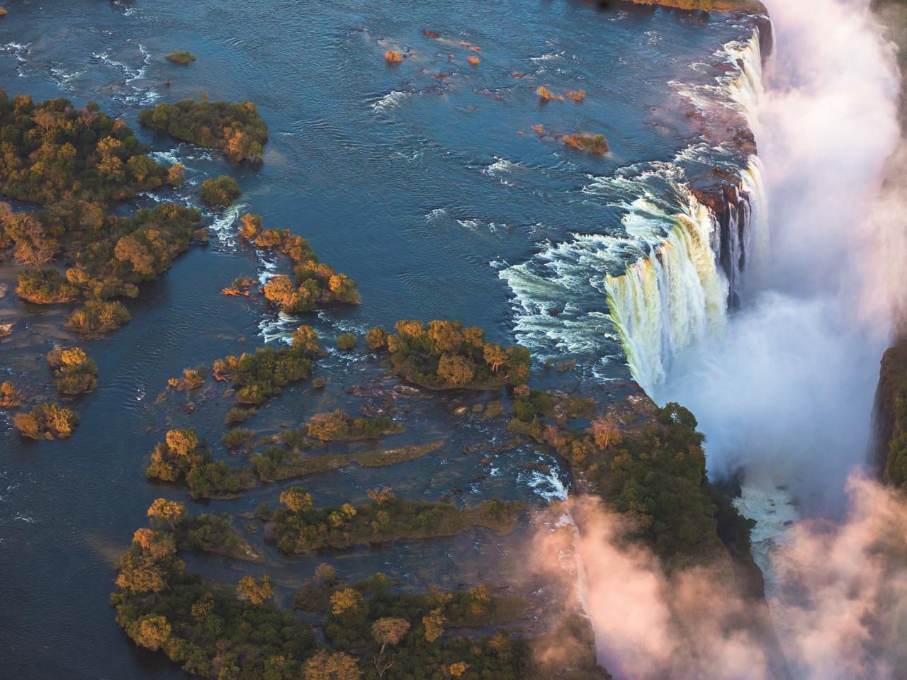 The awe-inspiring cascade of Victoria Falls. Picture: e2dan/ Shutterstock