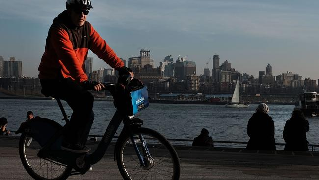 People are enjoying unseasonably warm weather in Manhattan, New York City. Picture: Spencer Platt/Getty Images/AFP