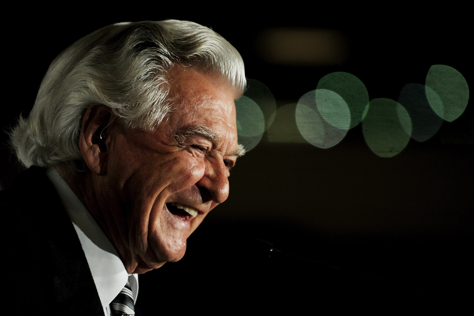 The First Sale Of Bob Hawke's Belongings Is Offering Up His Golf Clubs And Booze