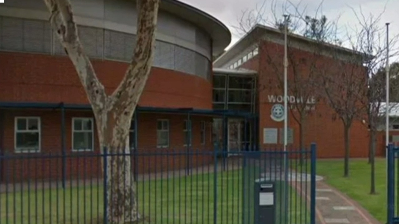 SA issues health warning after Adelaide student tests positive to COVID-19