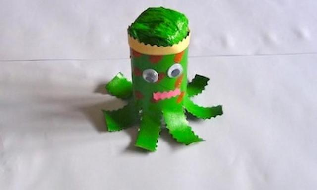 Make a toilet roll octopus