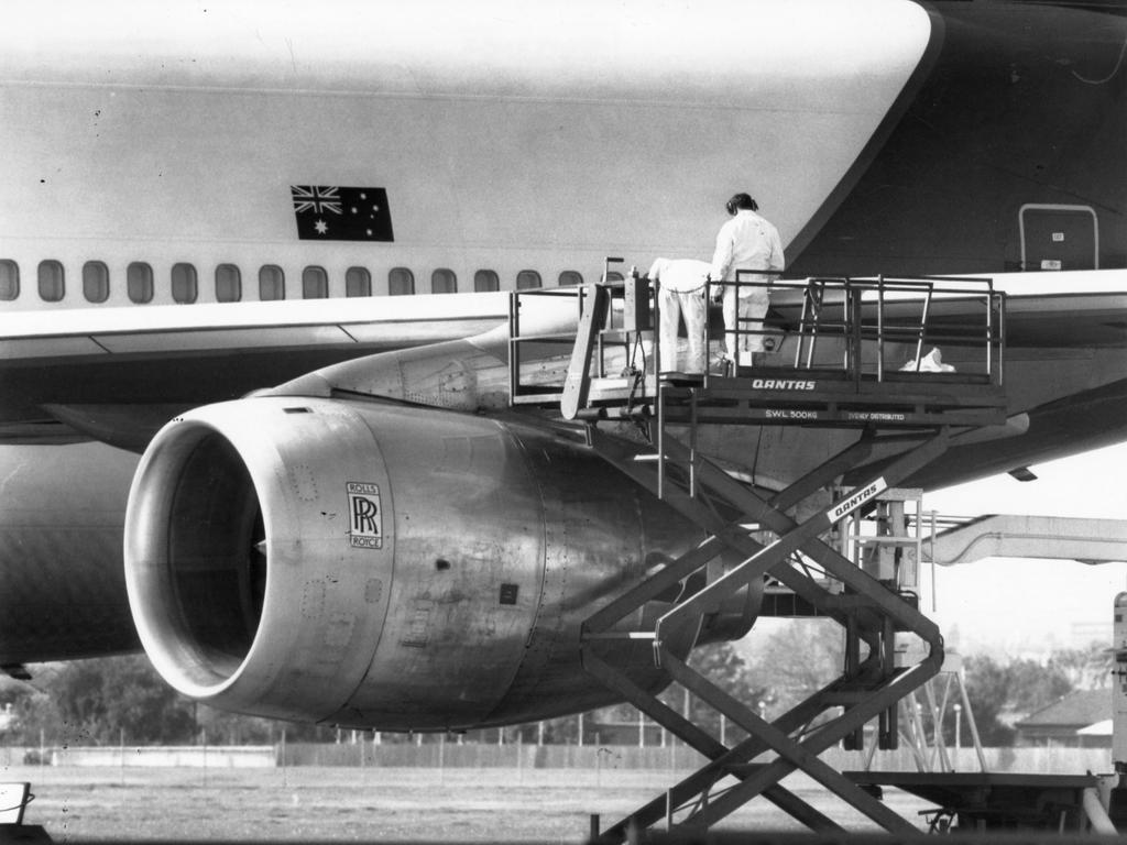Qantas engineers work on a 747 before the first direct flight from direct Adelaide to Japan flight on July 2, 1989.