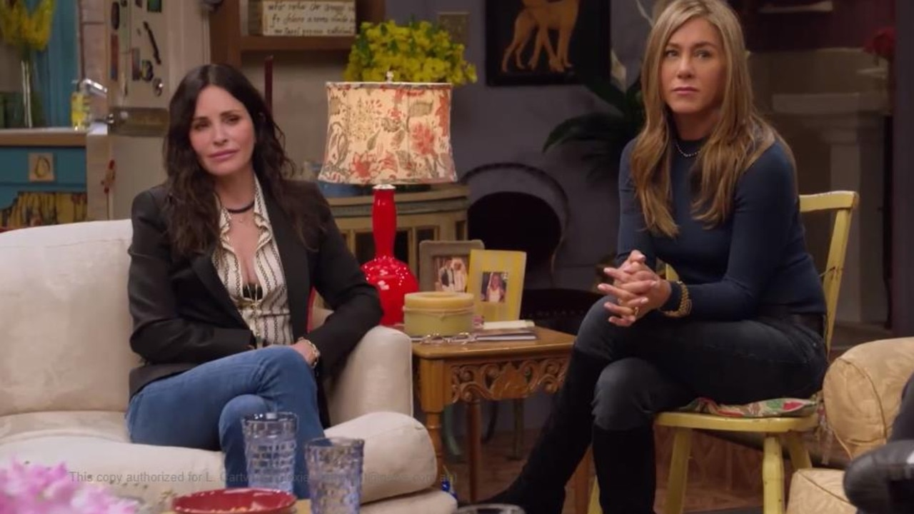 Cox and Aniston listen to Schwimmer pouring his heart out. A very Ross and Rachel moment.