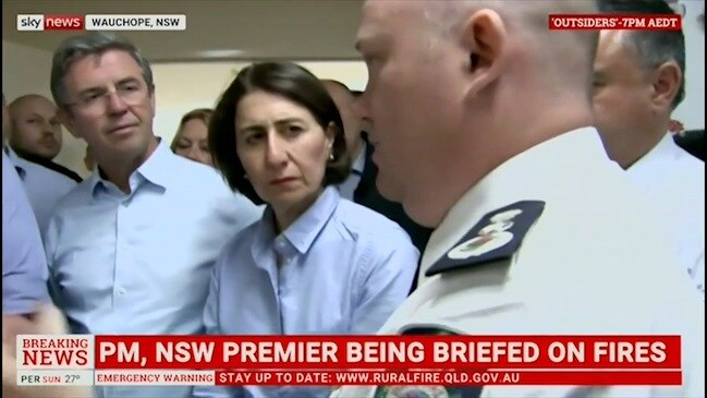 PM and Premier receive fire briefing at Wauchope