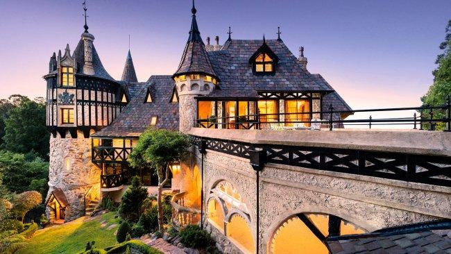 3/7Thorngrove Castle, SA If Snow White lived in Australia, this would be her castle. Officially known asThorngrove Manor Hotel, this fairytale-inspired stay echoes architecture you'd expect to see in Central Europe. Come for a romantic weekend away, or pop in for an elegant high tea in the King's Chambers. 