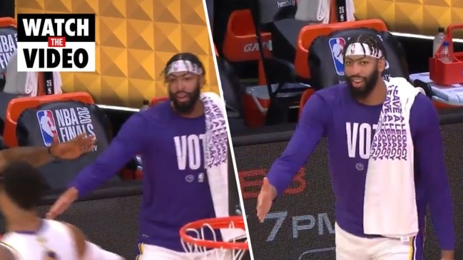 Anthony Davis' high-five rejected by teammate Kyle Kuzma
