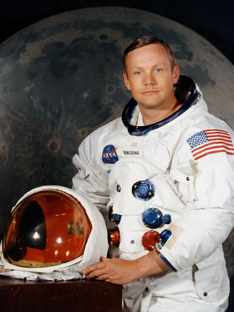 "25/08/2012 WIRE: THis undated image obtained from NASA shows US astronaut Neil Armstrong, who was the first person to set foot on the moon. Armstrong has died, US media reported August 25, 2012. He was 82. Armstrong underwent cardiac bypass surgery, earlier this month after doctors found blockages in his coronary arteries. He and fellow Apollo 11 astronaut Buzz Aldrin landed on the moon on July 20, 1969, before the eyes of hundreds of millions of awed television viewers worldwide.    = RESTRICTED TO EDITORIAL USE - MANDATORY CREDIT ""AFP PHOTO / NASA"" - NO MARKETING NO ADVERTISING CAMPAIGNS - DISTRIBUTED AS A SERVICE TO CLIENTS =  Pic. Afp"