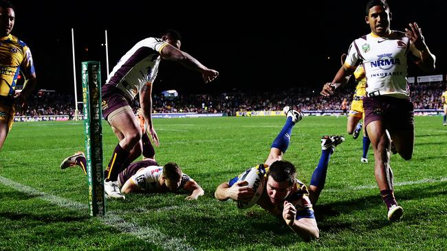 Manly's Jamie Lyon scores a try.