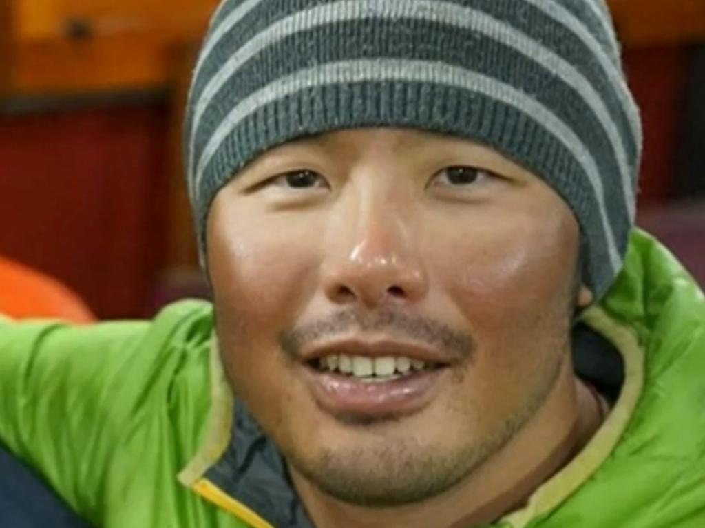 Canberra man Gilian Lee was evacuated from Mt Everest after falling unconscious.