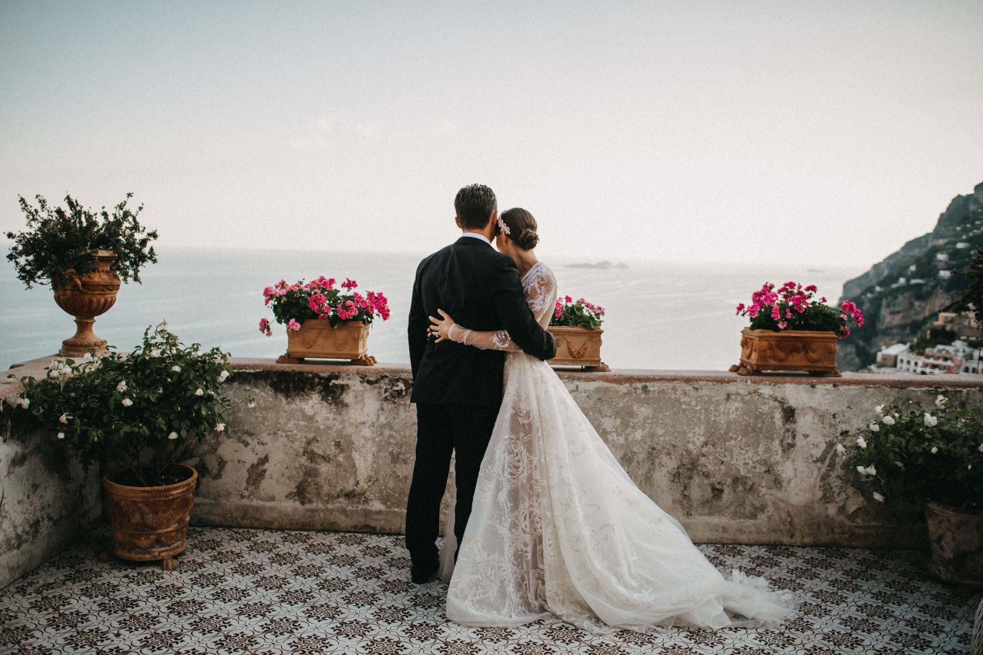 Inside a colourful Positano wedding