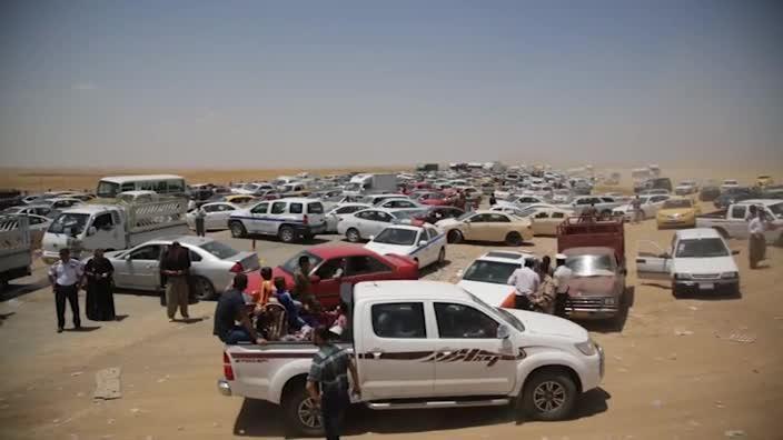 Thousands of Iraqi civilians flee fighting in Mosul