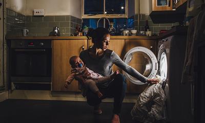 SAHM demands husband pay 50 percent of his salary