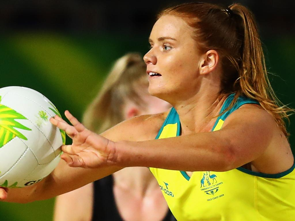 GOLD COAST, AUSTRALIA - APRIL 14:  Steph Wood of Australia passes the ball infront of Michaela Sokolich-Beatson of New Zealand during Netball Semifinal match between Australia and New Zealand on day 10 of the Gold Coast 2018 Commonwealth Games at Coomera Indoor Sports Centre on April 14, 2018 on the Gold Coast, Australia.  (Photo by Dean Mouhtaropoulos/Getty Images)