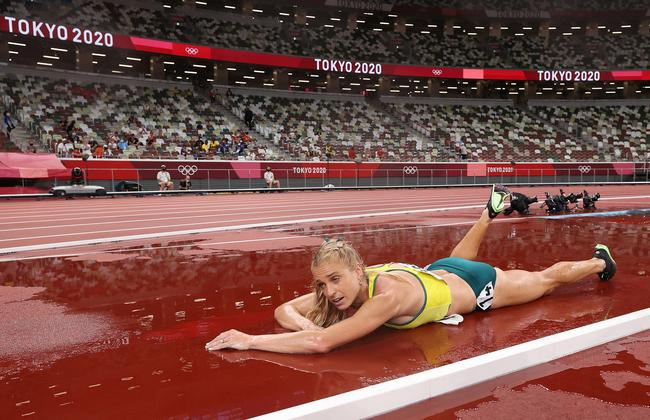 Heartbreaking scenes as Genevieve Gregson of Team Australia lays injured during the Women's 3000m Steeplechase final. Picture: David Ramos/Getty Images