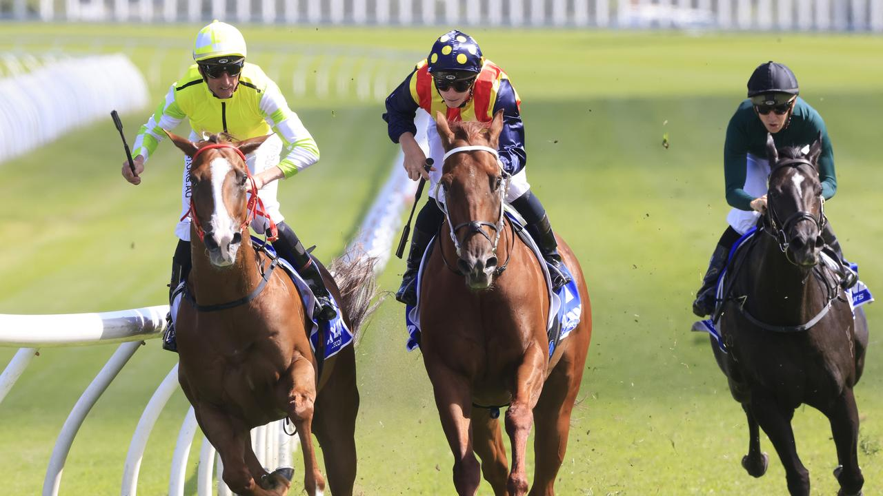 Eduardo (left) outmuscles Nature Strip in the Challenge Stakes at Randwick. Picture: Mark Evans – Getty Images