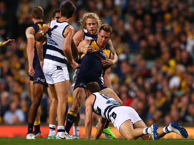 Sam Mitchell remonstrates with Joel Selwood. (Photo by Paul Kane/Getty Images)