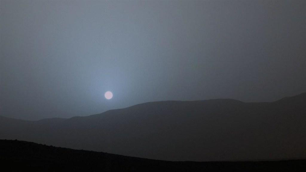 NASA Rover Captures Blue Sunset on Mars