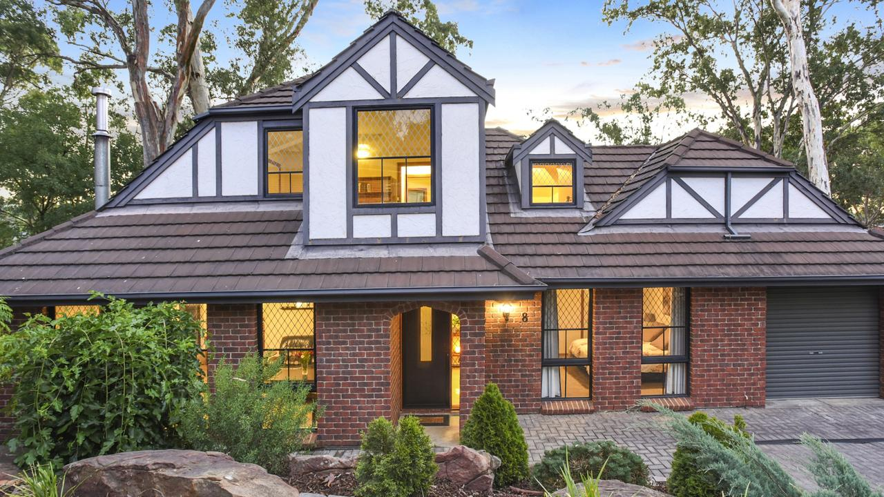 Enjoy Tudor influences from this low maintenance and cosy family home set in leafy Flagstaff Hill