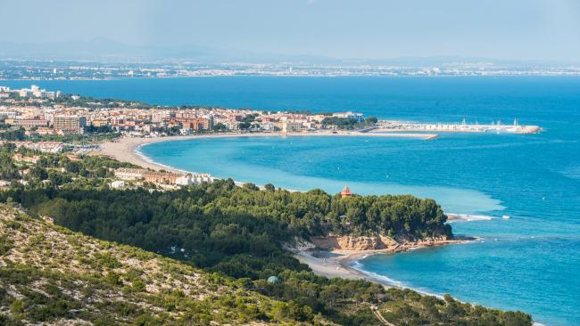 3/37Playa El Torn - Tarragona - Spain You might have to pick your way along a scrub-fringed path to get to El Torn naturist beach, but that's where the discomfort ends. Get ready to plonk your bare behind on deckchairs, shade yourself under sunshades or simply enjoy the feel of its soft sand.