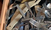 Woman's photo of sparse cutlery drawer blows minds