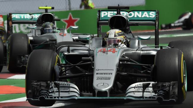 Lewis Hamilton wins the 2016 Mexican Grand Prix