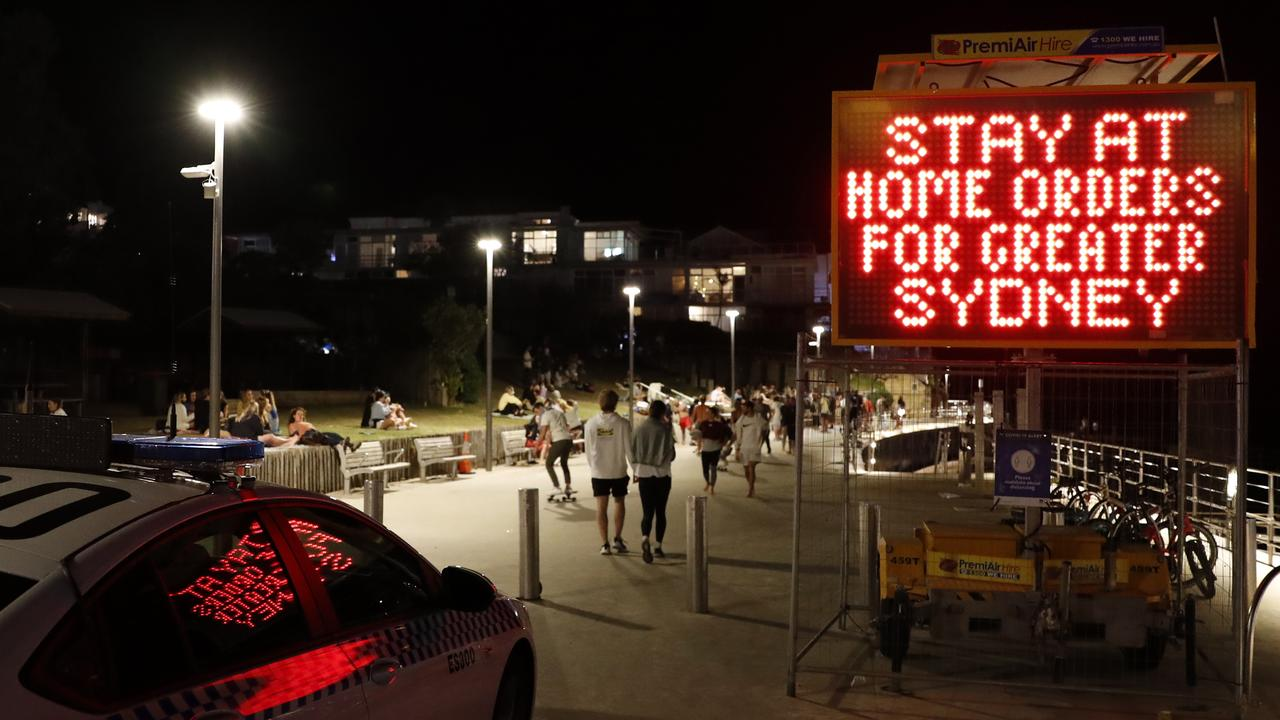 Beachgoers ignored signage as they gathered at Bondi Beach. Picture: Jonathan Ng/ NCA.