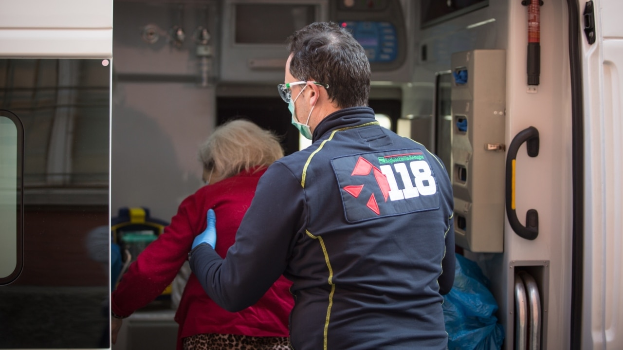Paramedics transfer Qld aged care residents away from potential cluster